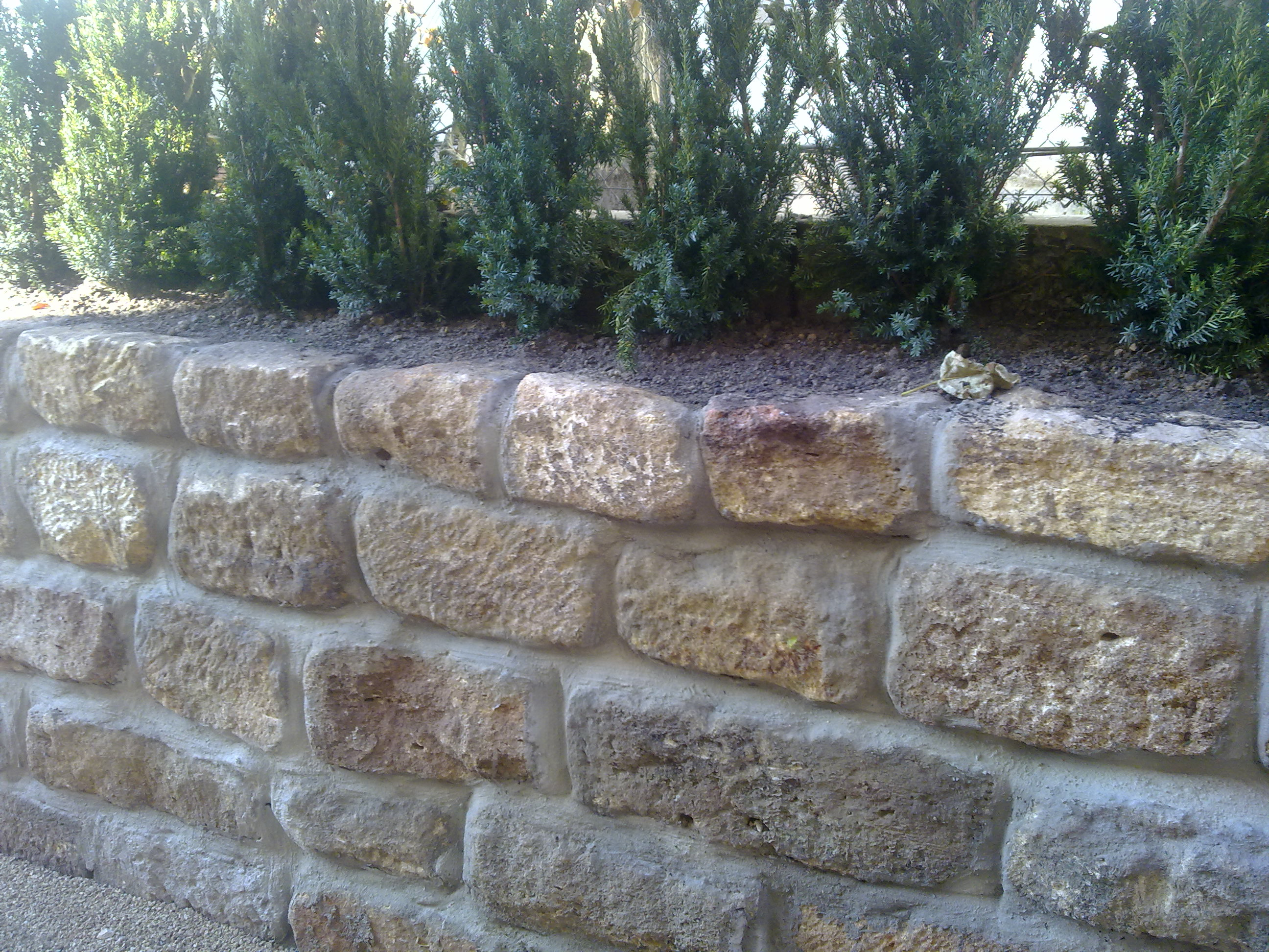 Eine Steinmauer für den Garten